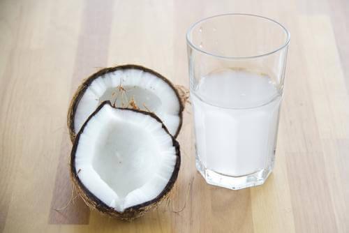 Kokoswater kan helpen tegen cafeïne-ontwenning