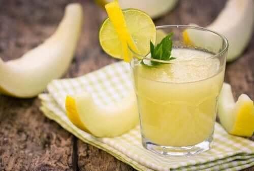 Sap van meloen en komkommer om centimeters van je middel kwijt te raken
