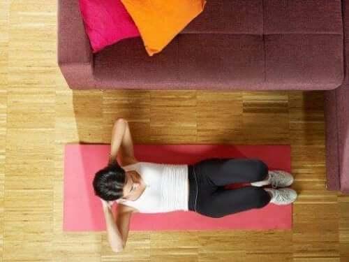 Vijf eenvoudige manieren om je buikspieren te trainen