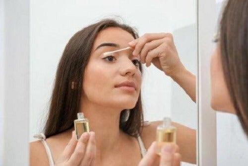 Gebruik gezichtsreinigers op basis van olie