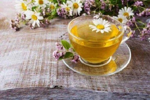 Kamillethee, een remedie voor de behandeling van gastritis