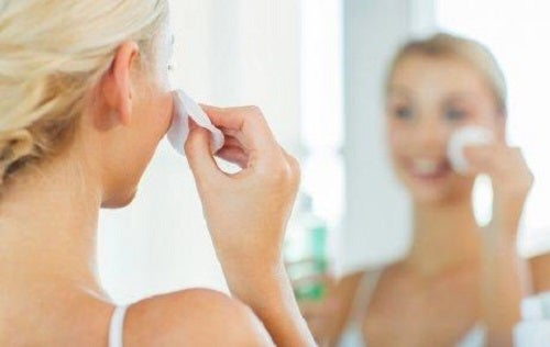 Reinig de huid met warme kompressen