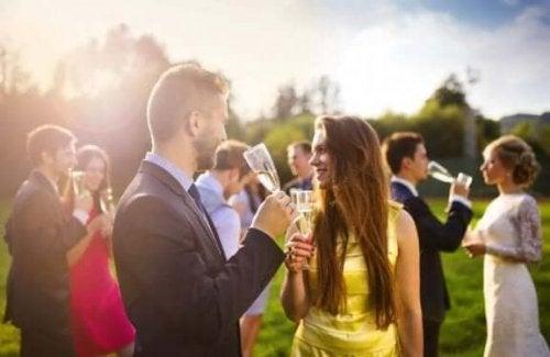 Geld besparen op je bruiloft door de gastenlijst klein te houden