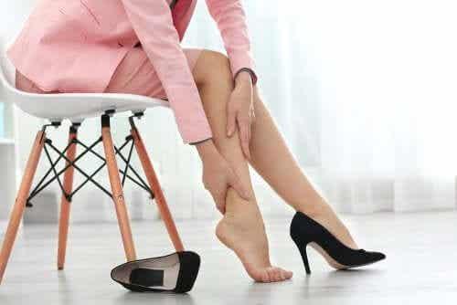 8 tips voor snellere verlichting van gezwollen benen