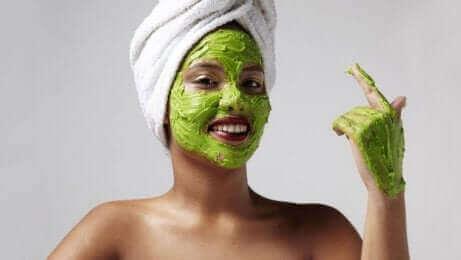 Hydraterende maskers kunnen helpen tegen zonnevlekken