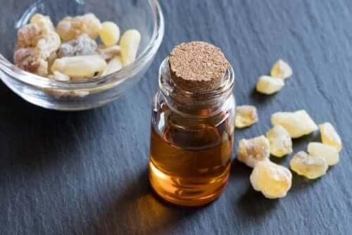 Frankincense etherische olie helpt bij de gezondheid van je mond