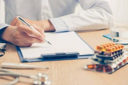 Arts bereidt behandelingsplan voor