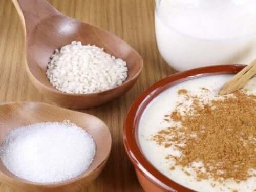 Eenvoudige, heerlijke en voedzame rijstpudding