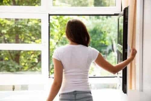 7 manieren om de lucht in je huis te verversen