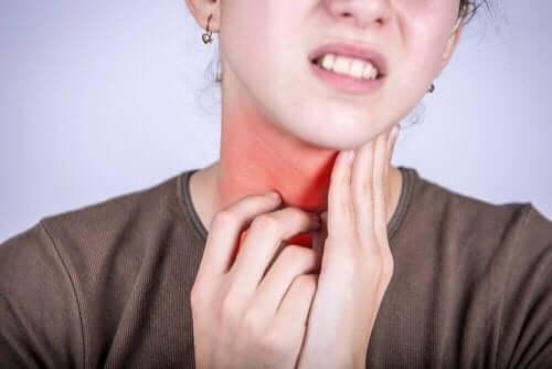 Symptomen van faryngitis: een pijnlijke keel