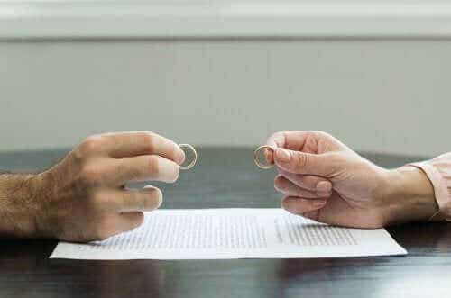 7 tips om een traumatische scheiding te doorstaan