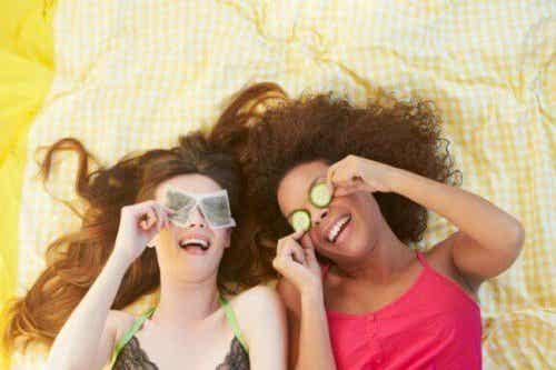Hoe theezakjes te gebruiken om kringen onder je ogen te verbeteren