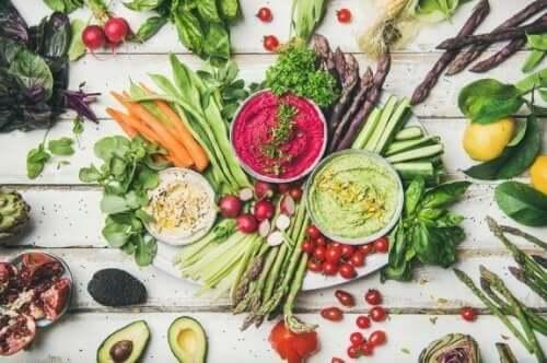 Een rauw veganistisch dieet: de voordelen en risico's