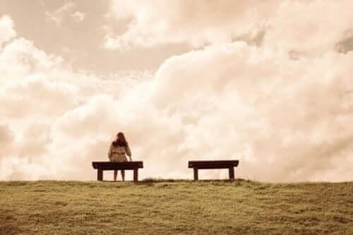 Angst voor eenzaamheid op een bankje