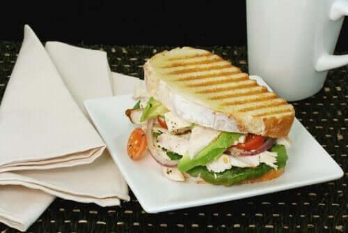 Gegrilde vegetarische sandwich