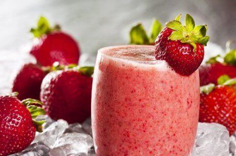 Hoe maak je een aarbei-watermeloen slushie