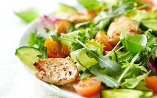 Probeer deze vier recepten voor gemengde salades