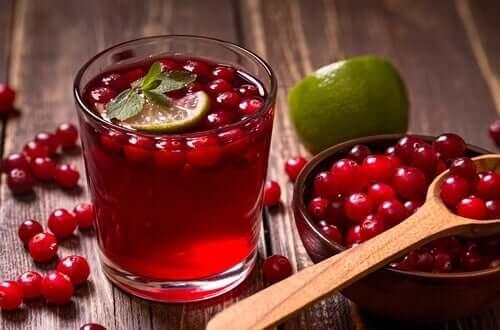 Veenbes- en limoeninfusie