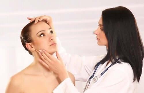 Wanneer naar de dokter met cutane candidiasis