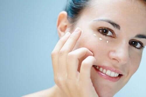 Zes manieren om de huid rond je ogen te verzorgen
