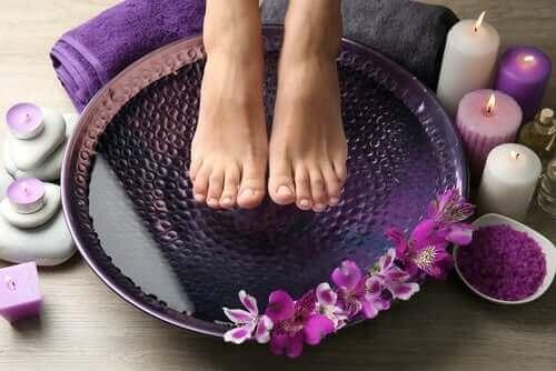 Heet en koud water tegen pijnlijke voeten