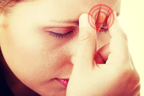 Belangrijkste oorzaken van hoofdpijn door hoesten