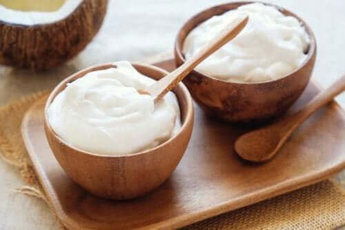 Twee schaaltjes yoghurt