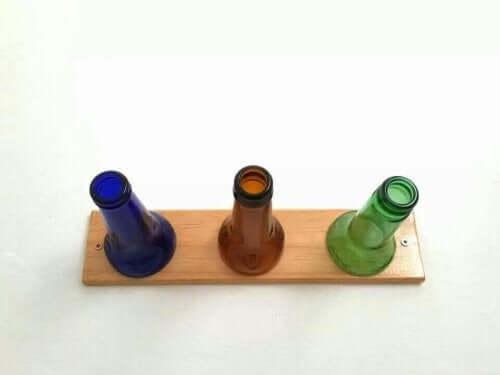 Hoe maak je een rek voor je hoeden met flessen