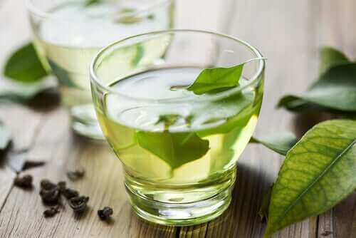 Groene thee helpt bij het verlichten van indigestie