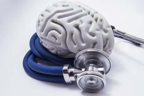 Plastic hersenen en een stethoscoop