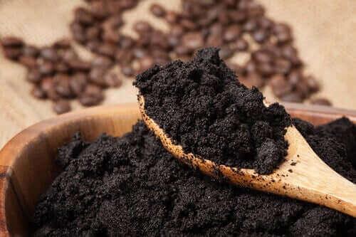 Gemalen, gebruikte koffie is goed voor je planten