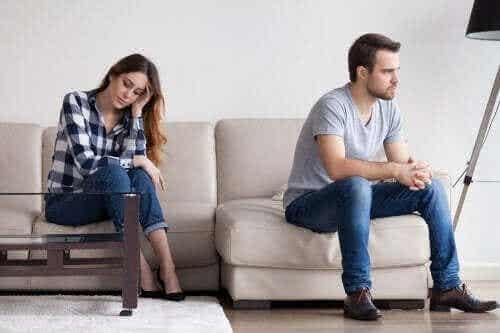 Mogelijke redenen waarom je geliefde afstandelijk is