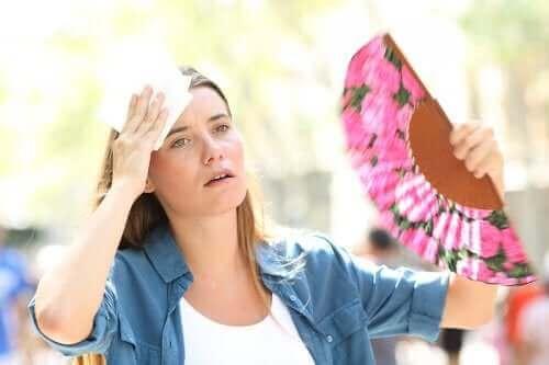 De oorzaken en behandeling van hitte-uitputting