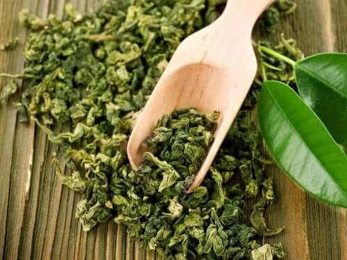 Behandeling met groene thee om acne te verminderen