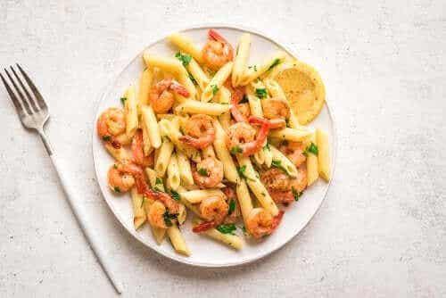 Pasta met citroen en garnalen voor het diner
