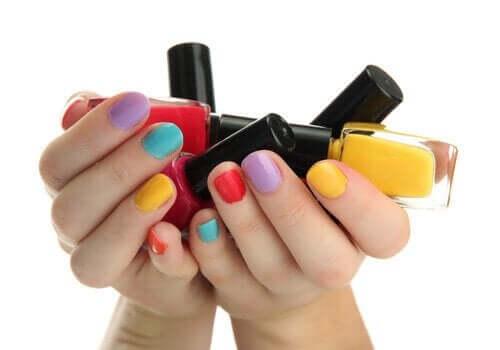 Nagels met verschillende kleuren
