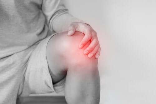 Oorzaken en behandeling van een knieontwrichting