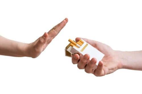 Afwijzen van pakje sigaretten