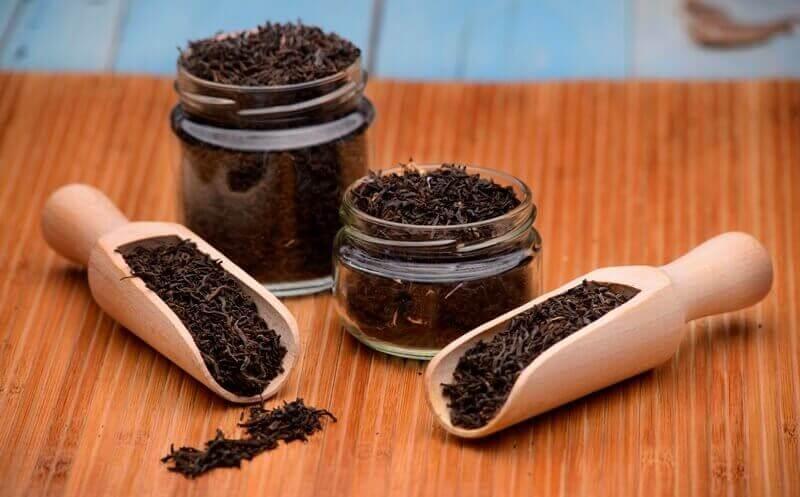 Zwarte thee om een koortslip te bestrijden