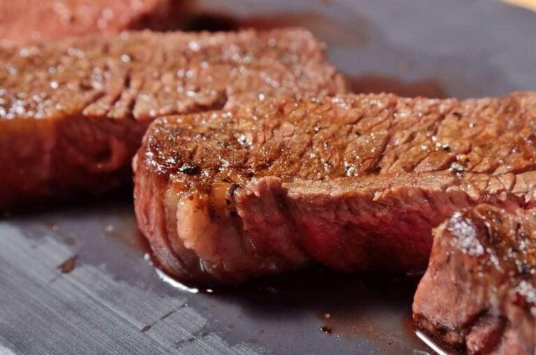 Vlees bereiden zonder de sappigheid te verliezen