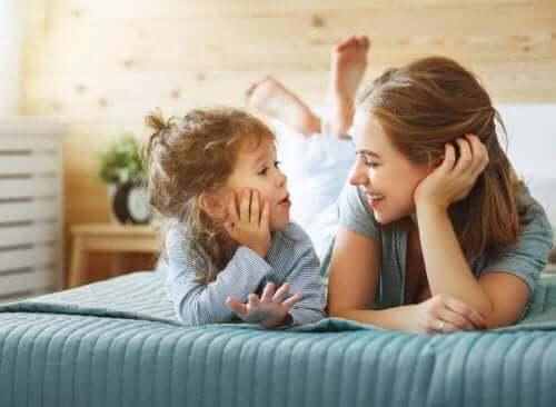 Moeder praat met kind