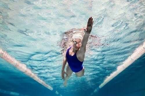 5 verrassende psychologische voordelen van zwemmen