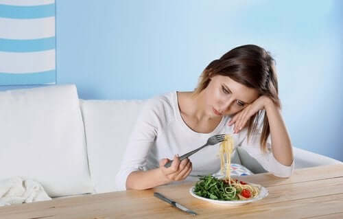 Een vrouw heeft geen eetlust