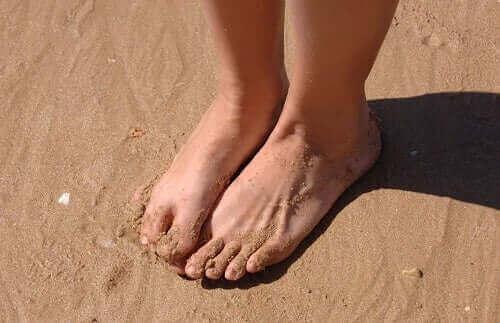 Vijf behandelingen voor gezwollen enkels en voeten