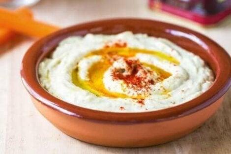 Eenvoudig recept voor hummus met paprika