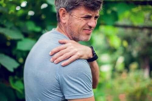 Hoe het afhangende schouders-syndroom te corrigeren