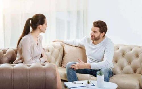 Man en vrouw aan het praten