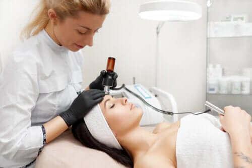 Voordelen van huidverstrakking van het gezicht