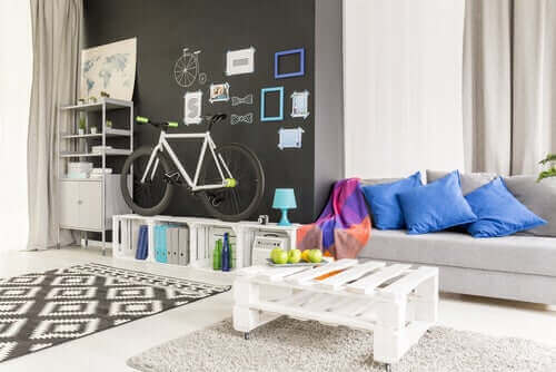 Hoe je woonkamer te decoreren met pallets