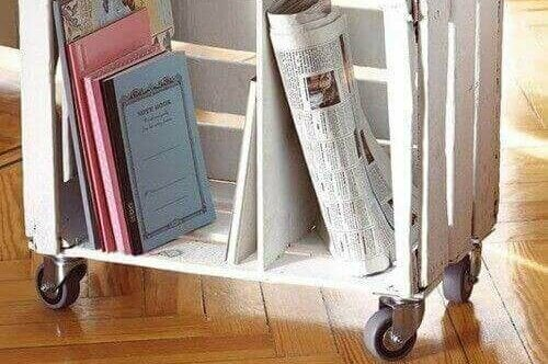Een houten kratje gebruiken als boekenkastje
